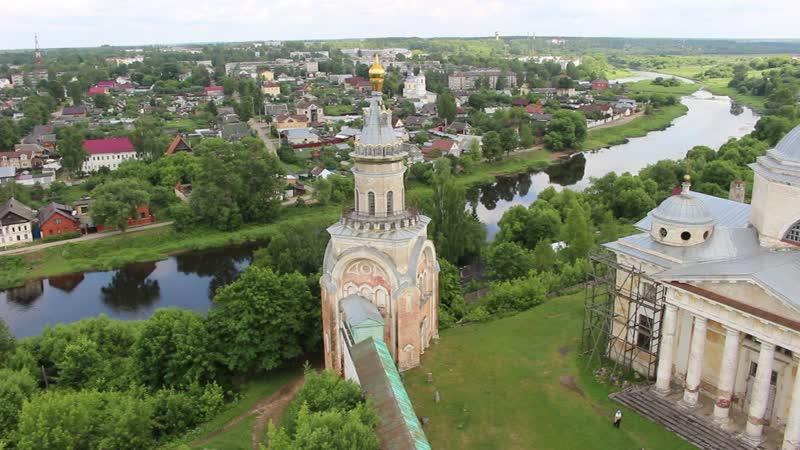 15 июня 2019-го. Тверца в Торжке спешит на встречу с Волгой.