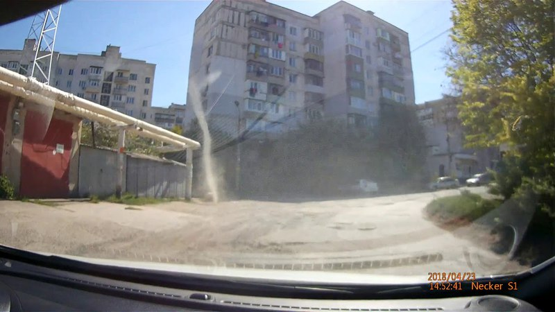 Пылевой торнадо в Симферополе