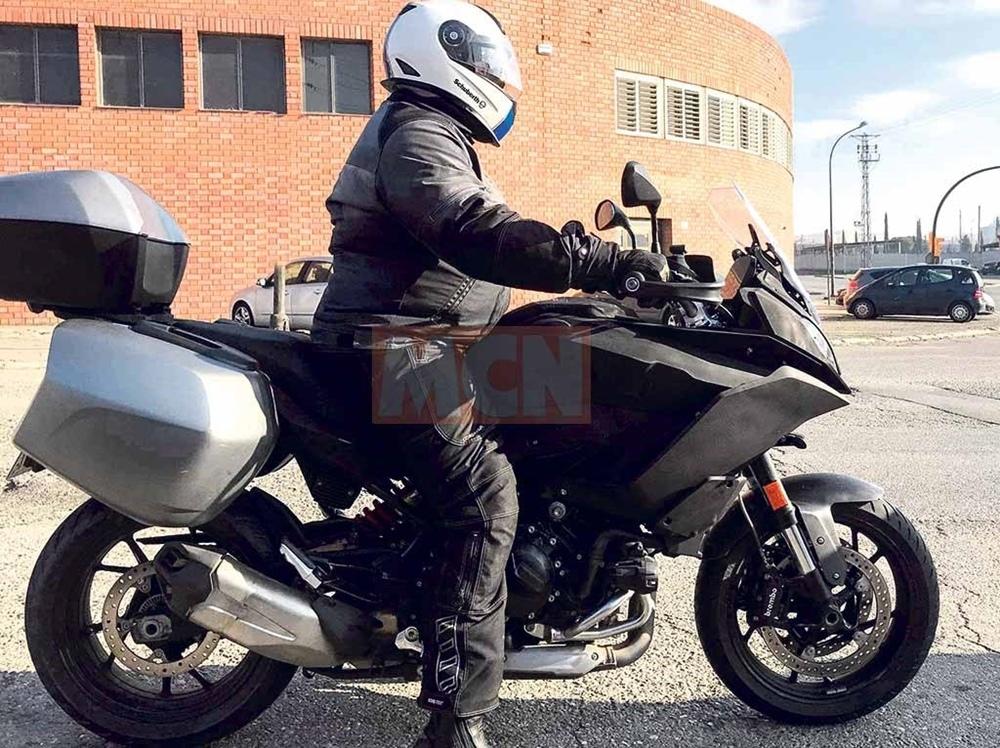 Шпионские фото нового туриста BMW