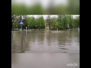 Обнинск, потоп на пересечении улиц Ленина и Победы.mp4