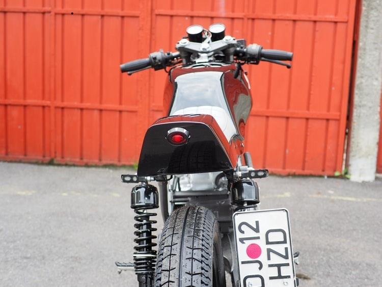 Bandisca: кафе рейсер Honda XBR500 Ugly Duck