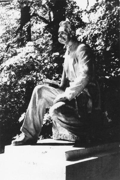 Памятники Кирову