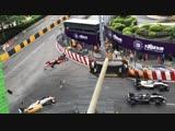 Страшную аварию с участием 17-летней гонщицы на гран-при Макао сняли на видео.