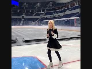Яна Рудковская и Евгений Плющенко тестируют лёд на ВТБ Арене