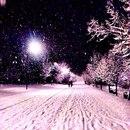 Обожаю выйти на улицу зимой вечером, а там так спокойно, тихо, чистый скрипящий снег.