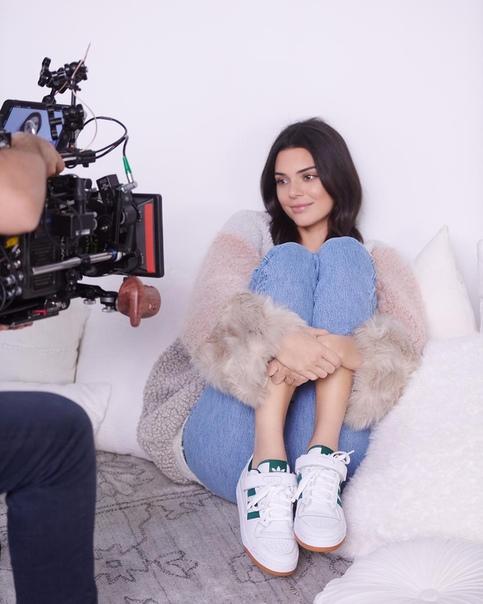 Кендалл Дженнер считает, что ей не нужно высшее образование Сестры Кардашьян и Дженнер уже давно считаются одними из самых популярных и высокооплачиваемых звезд в шоу-бизнесе. Суммарно империя