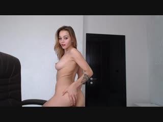 Красивая девочка собирается на свидание переодевается показала грудь идеальные сиськи красивая фигура домашнее перископ эротика