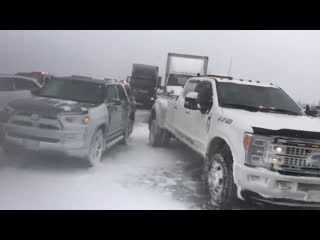 Multi vehicle pile up on hwy400 sb south of mapleview barrie pileup winterstorm whiteout
