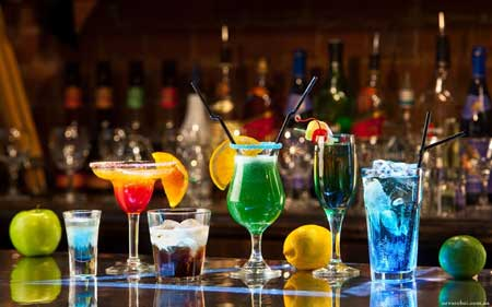 Алкогольные напитки, как и многие другие напитки, содержат калории, которые могут быстро накапливаться.