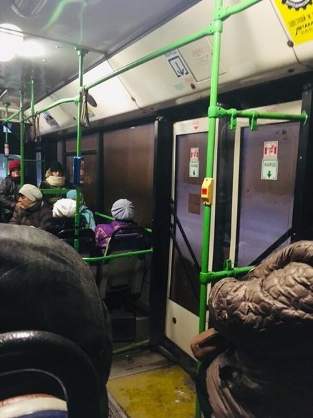 Вот такие пригородные автобусы ходят у нас. Это жесть, не видно соверш