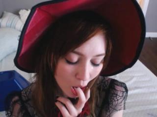 Natalia grey - сочная похотливая ведьмочка с огромными сиськами удовлетворяет свою киску резиновым членом