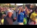 Бразильские фанаты поют о вылете аргентинцев с ЧМ.