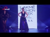 Selfie RAMP WALK By Kangana Ranaut at Lakme Fashion Week 2018