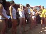 Красивые девченки зажигают на конкурсе мокрых маечек. Осторожно СИСЬКИ!!!