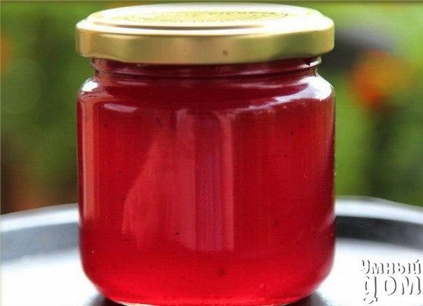 Коллекция рецептов заготовок на зиму - ЖЕЛЕ ИЗ КРАСНОЙ СМОРОДИНЫ ИНГРЕДИЕНТЫ красная смородина 1000 г сахар 1 кг СПОСОБ ПРИГОТОВЛЕНИЯ Красную смородину промываем, от хвостиков очищать совсем необязательно, складываем в емкость, в которой будем готовить джем. Добавляем 1 кг сахара и перемешиваем. Периодически перемешиваем на протяжении 10 минут, пока сахар не начнет мокреть. Теперь начинается самое интересное: включаем сильный огонь, ставим емкость на огонь, вооружаемся деревянной ложкой с…