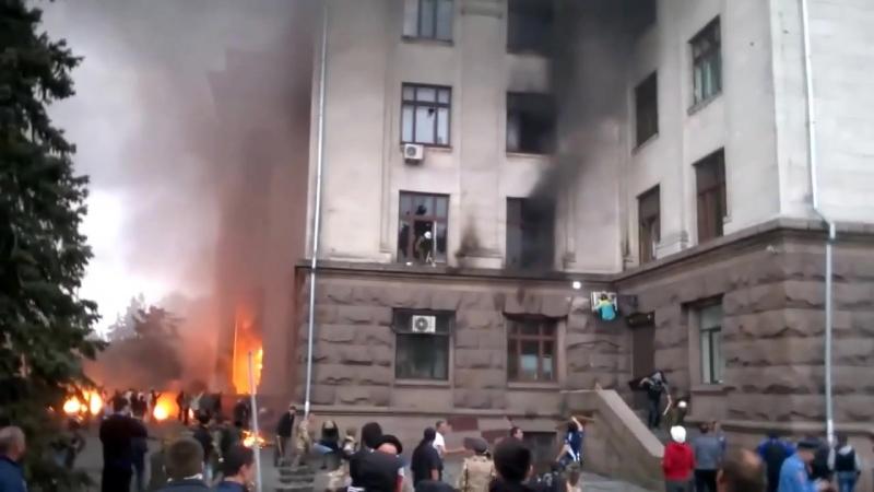 Одесса 2 мая 2014. Выпал человек из окна Дома Профсоюзов