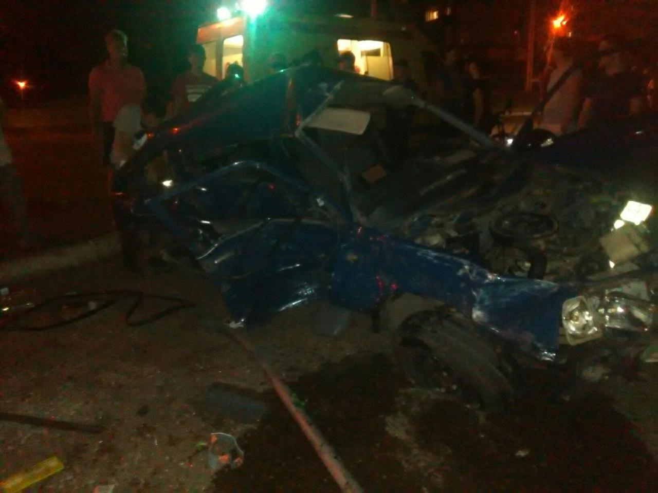 В Уфе крупное ночное ДТП: столкнулись два автомобиля
