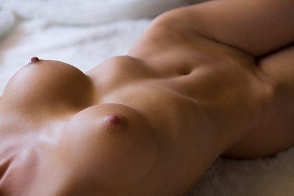 фото девушек голые на кровати без лица
