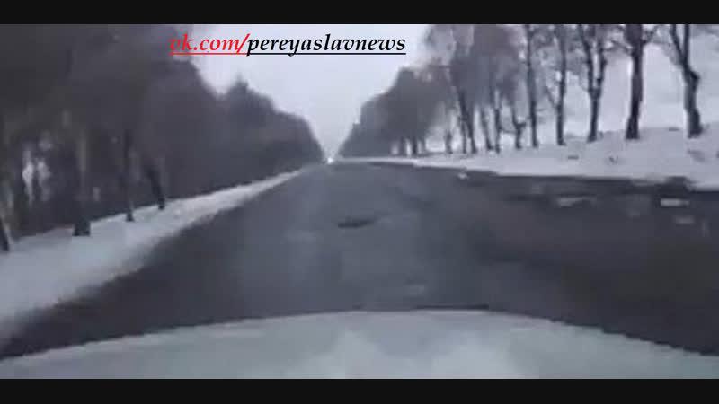 Украинка показала во ,что превратились дороги Гройсмана и задала вопрос тем кто хочет еще 5 лет порошенко.