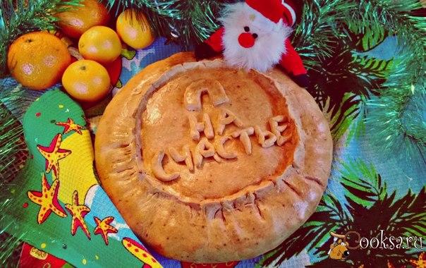 Губадия — блюдо татарской и башкирской национальной кухни, закрытый круглый многослойный пирог. Губадия готовится по праздникам, обязательна на свадебном столе, при торжестве в честь имянаречения, при встрече дорогих гостей.Я представляю Вам губадию с новогодней тематикой.