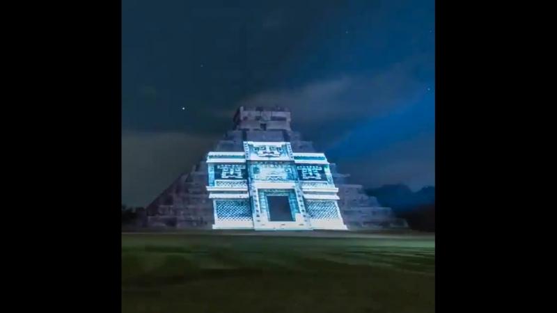 Свет шоу в Чичен Ица Мексика