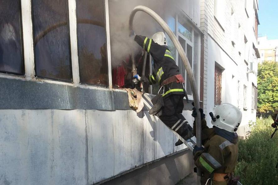 В Первомайске спасли 80-летнего жителя из квартиры где случился пожар