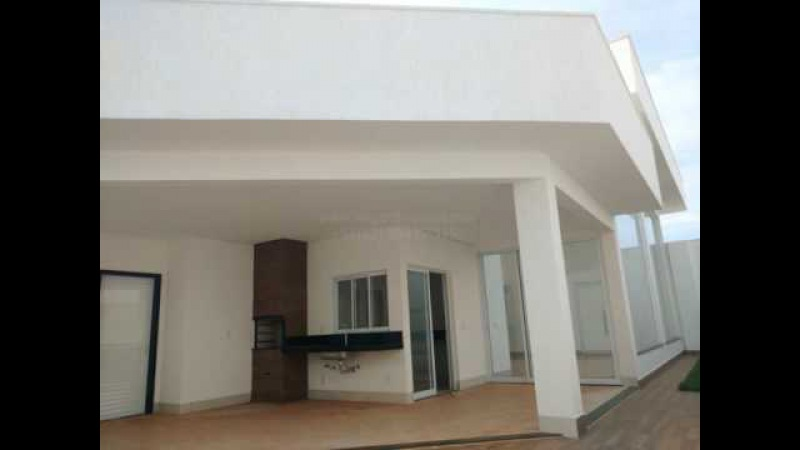 Condomínio Jardins Valencia casa térrea 4 suítes a venda