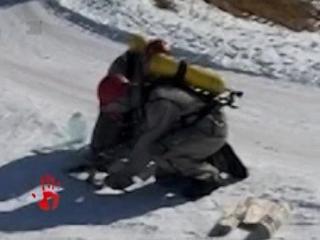 Спасатели собирают ртуть в Усть-Катаве. Ядовитое вещество разлил неизвестный.