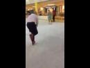 Вместе с маленькими посетителями «ЛОТОС PLAZA» покатался на коньках. Всем совету