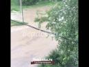 Улица Мало-Краснофлотская в Смоленске во время дождей превращается в гигантскую реку