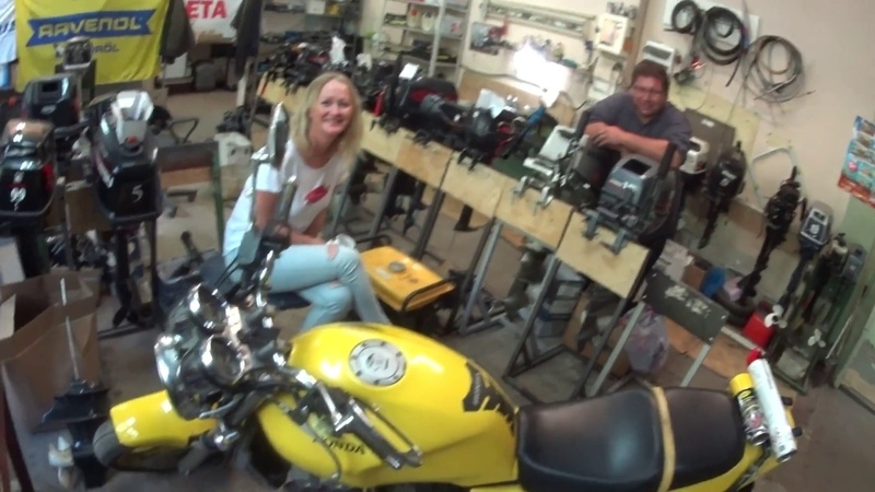 Tohatsu M 40 и девчонки на мотоциклах!