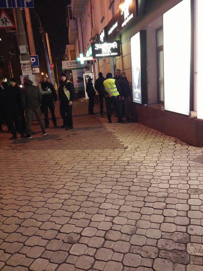 У Хмельницькому в центрі міста стріляли - фото 3