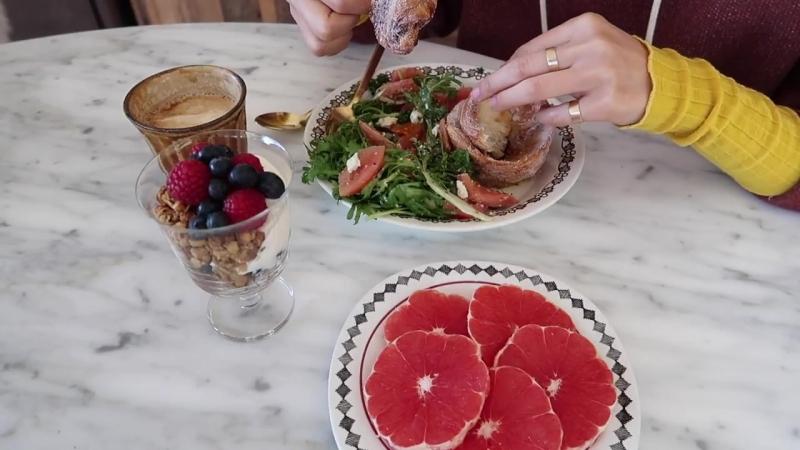 当归Vlog.15 _ 九月间_ 一日两餐的生活 _ Life In Early September_ Two Meals A Day _ 蘑菇红叶莴苣三明治 _ 肉桂面包卷与溏心蛋番茄沙拉