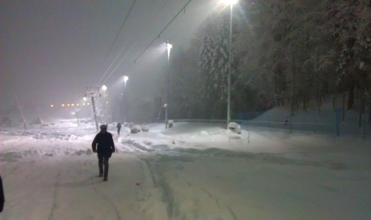 В наших краях все-таки тоже идет снег))