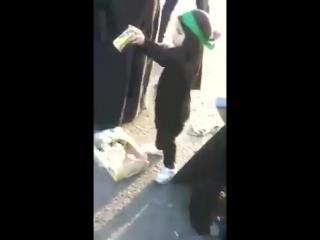 какая милая (иракская шиитская) девочка, слуужит ради Хуссейна