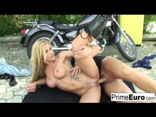Порно байкер и блондинка