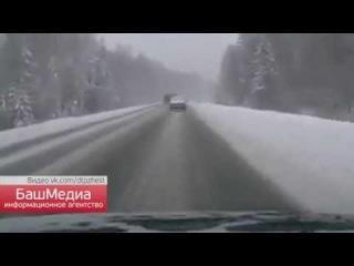 Видео с регистратора: на трассе М5 под Челябинском в ДТП погибла семейная пара