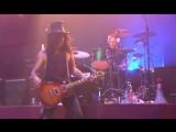 Velvet Revolver - Let It Roll (Live)