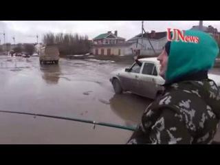 В Волгограде автомобилисты в знак протеста устроили рыбалку в дорожных ямах. Новости Жирновска