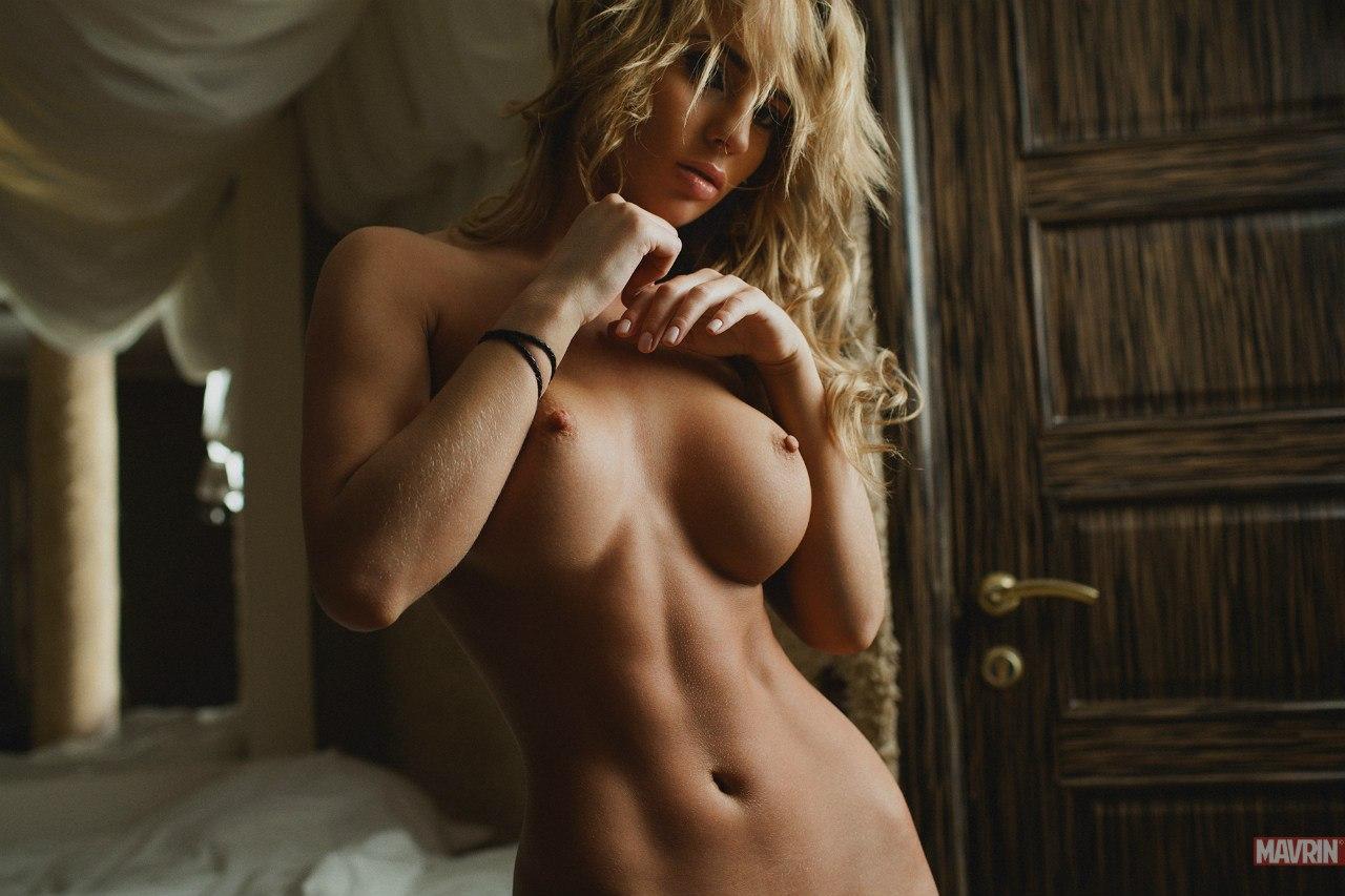 Самая упругая грудь фотоголых девушек 21 фотография