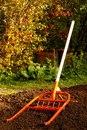 Чудо - лопаты Конструкция рыхлителя проста и надежна.  За счет системы рычагов рыхление почвы происходит от...