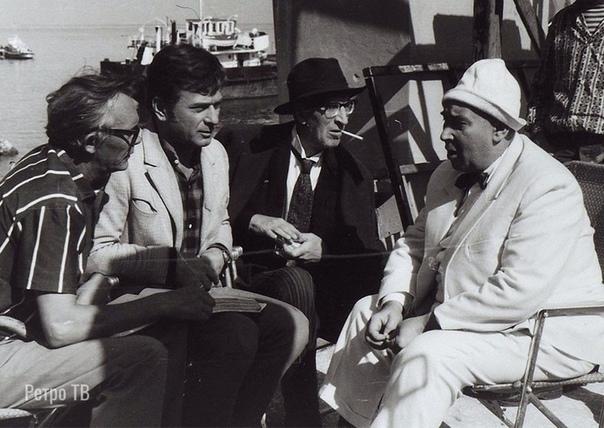 На съемках фильма 12 стульевВсех узнали Спасибо за и подписку.Главного героя Остапа Бендера Гайдай принялся искать с таким энтузиазмом, что об этом до сих пор ходят легенды на «Мосфильме».