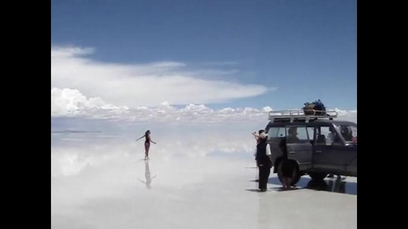 Граница неба и земли-соляное озеро Salar de Uyuni
