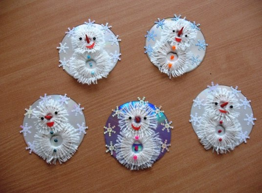 Снеговик из дисков своими руками фото