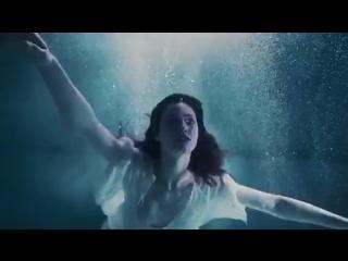 Under water. Myboi -Billie Eilish.