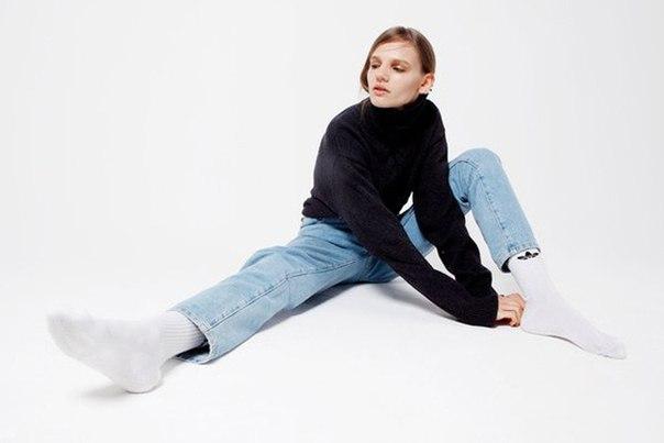 Рассказываем о нормкоре —новой моде для тех, кто устал от моды. Образец нормкора —стиль Стива Джобса: водолазка, кроссовки и Levi's 501: «Это просто одежда, которую я ношу. И мне этого хватит на всю оставшуюся жизнь»