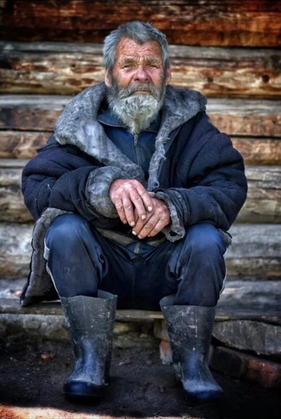 Когда я стану Дедом старым Коль доживу до этих летУсядусь рядом я с мангаломДостану старенький кисетМахры отсылаю на бумажкуИ вспомнив молодость своюЯ внукам расскажу однаждыЧто жил когда то,как