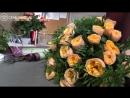 Сборка букета из 51 пионовидной розы Vuvuzela