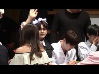 180331/180421 • Wanna One (focus Seongwu) • Hottracks / Yes24 Fansign
