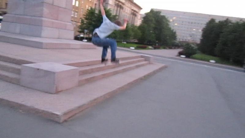 Рамзес Ollie у памятника Чернышевскому 02.06.2018 MVI_7927